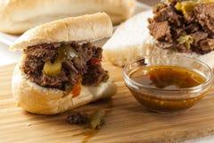 Sandwich italien fait maison juteux à boeuf photographie stock libre de droits