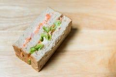 Sandwich Kanikama und Tobiko Stockfoto