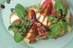 Sandwich met avocado en tomaat Stock Afbeelding
