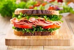 Sandwich met bacon en groenten stock foto