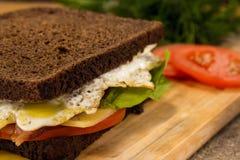 Sandwich met bacon zeer dichte omhooggaand royalty-vrije stock foto