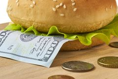 Sandwich met dichte omhooggaand van de honderd dollarsrekening Stock Fotografie