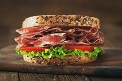 Sandwich met ham en groenten royalty-vrije stock afbeeldingen