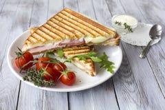 Sandwich met ham en tomaten Royalty-vrije Stock Foto's