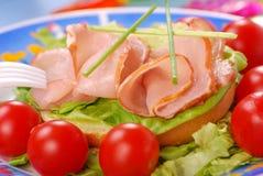 Sandwich met ham, sla en tomaat Stock Afbeeldingen