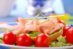 Sandwich met ham, sla en tomaat Royalty-vrije Stock Foto