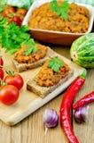Sandwich met pompoenkaviaar en peterselie op de raad Stock Afbeelding