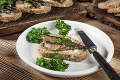 Sandwich met sprotten stock fotografie