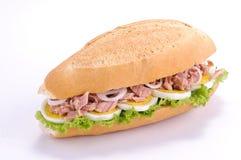 Sandwich met tonijn en eieren Stock Afbeelding
