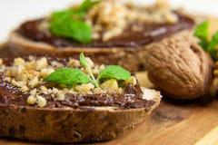 Sandwich met veganistroom Nutella met avocado en banaan Royalty-vrije Stock Foto