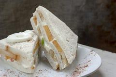Sandwich met vers fruit en slagroom Stock Afbeeldingen