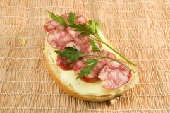 Sandwich met worst Royalty-vrije Stock Afbeeldingen