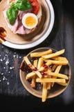 Sandwich mit gebratenen Kartoffeln Lizenzfreie Stockbilder