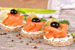 Sandwich mit geräuchertem Lachs Stockfoto