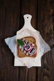 Sandwich mit Heringen Lizenzfreie Stockfotos