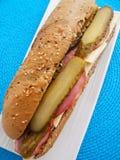 Sandwich mit Käse, Schinken und Gurke Stockfotos
