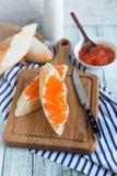 Sandwich mit rotem Kaviar Lizenzfreie Stockbilder