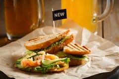 Sandwich mit roten Fischen Stockfotografie