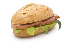 Sandwich mit Schinken und Arugula Lizenzfreies Stockbild