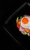 Sandwich lokalisiert auf schwarzem Hintergrund Lizenzfreies Stockbild