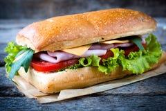 Sandwich mit Schinken und Käse lizenzfreie stockbilder