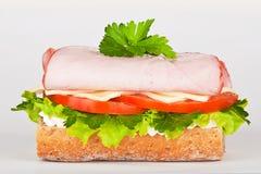 Sandwich mit Schinkenkopfsalat und -tomate stockbild