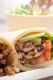 Sandwich à petit pain d'enveloppe de pain pita de poulet de shawarma de Kafta Image libre de droits