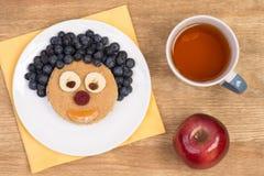 Sandwich pour des enfants dans une forme d'un visage drôle Photos libres de droits