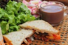 Sandwich rose à chocolat chaud et à thon de guimauves Photographie stock