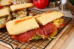 Sandwich secondaire à pepperoni images libres de droits