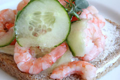 Sandwich with shrimps and cucumber Stock Photography