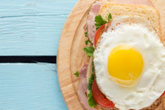 Sandwich with smoked pork, tomato and fried egg Stock Photography