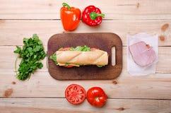 Sandwich und Bestandteile Nahrung Neues u. gesundes Lebensmittel Konzept Lizenzfreie Stockfotos