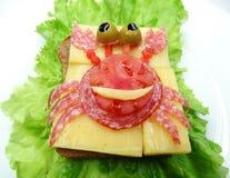 Sandwich végétal créatif avec du fromage et la saucisse Images libres de droits