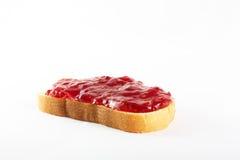 Sandwich van witte brood en frambozenjam Royalty-vrije Stock Foto's