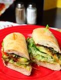 Sandwiche auf einer roten Platte Stockfotos