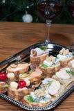 Sandwiche auf silbernem Tellersegment Lizenzfreie Stockfotografie