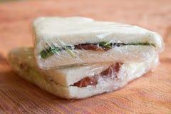 Sandwiche eingewickelt in der transparenten Folie stockfoto