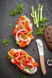 Sandwiche mit geräucherten Lachsen Stockfotografie