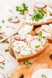 Sandwiche mit Hüttenkäse stockbild