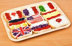 Sandwiche mit Markierungsfahnen der Länder Stockfotos
