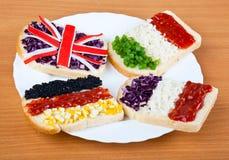 Sandwiche mit Markierungsfahnen von vier Ländern Lizenzfreie Stockfotografie