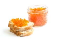 Sandwiche mit rotem Kaviar Stockfotos