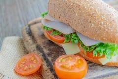 Sandwiche mit Schinken, Tomaten, Käseburger lizenzfreies stockfoto