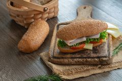 Sandwiche mit Schinken, Tomaten, Käseburger stockfoto