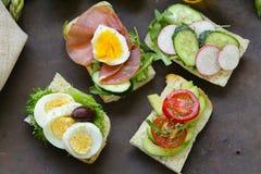 Sandwiche mit verschiedenen Füllungen Lizenzfreies Stockfoto