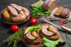 Sandwiche panieren mit selbst gemachter Wurst Lizenzfreie Stockfotos