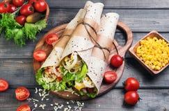 Sandwiche verdrehte Rollentortilla Stockfotos