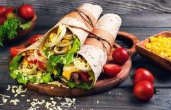 Sandwiche verdrehte Rollentortilla Stockfoto