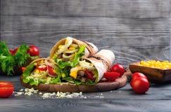 Sandwiche verdrehte Rollentortilla Lizenzfreie Stockbilder